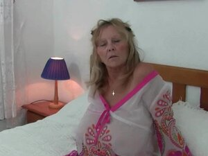 Granny with big tits gets finger fucked by
