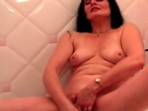 horny milf toyfucking her old cunt