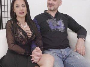 Cuckolding Housewife Bianka Blue Has Her Asshole