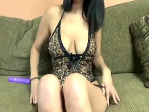 Brunette MILF Lavender Rayne is toying her mature