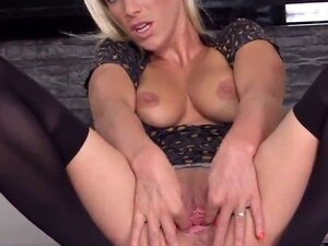 Slutty czech sweetie gapes her juicy vagina to the