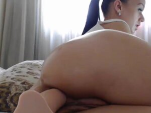 Hottie Round Butt Camgirl Her Juicy Ass With A
