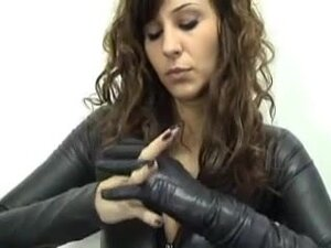leather gloves,