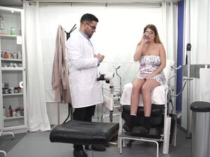 Erotic fucking on the hospital bed with an amateur