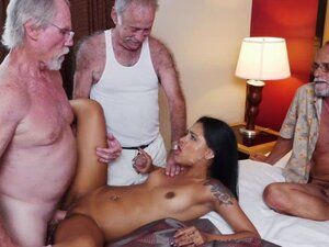 Nikki Kays pussy rides Dukes old cock on top