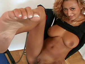 Curly babe Sabrina Rose is playing with her vagina