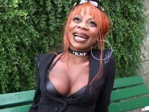 Max va baiser une femme noire très chaude et la