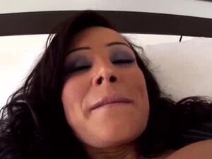 Lisa Ann horny mature fucked by a young man